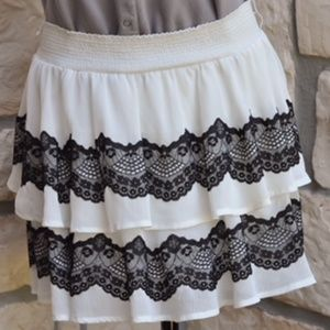 White and black lace short layered skirt Candie's